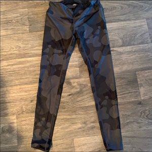Alo Vapor Black & Grey Camo Leggings